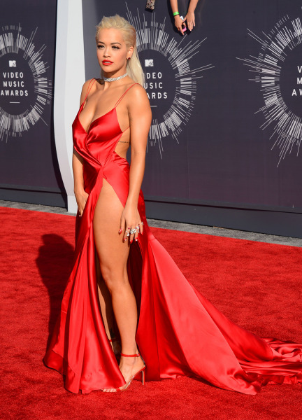 Rita Ora arrives at the MTV Video Music Awards at The Forum on Sunday, Aug. 24, 2014, in Inglewood, Calif. (Photo by Jordan Strauss/Invision/AP)