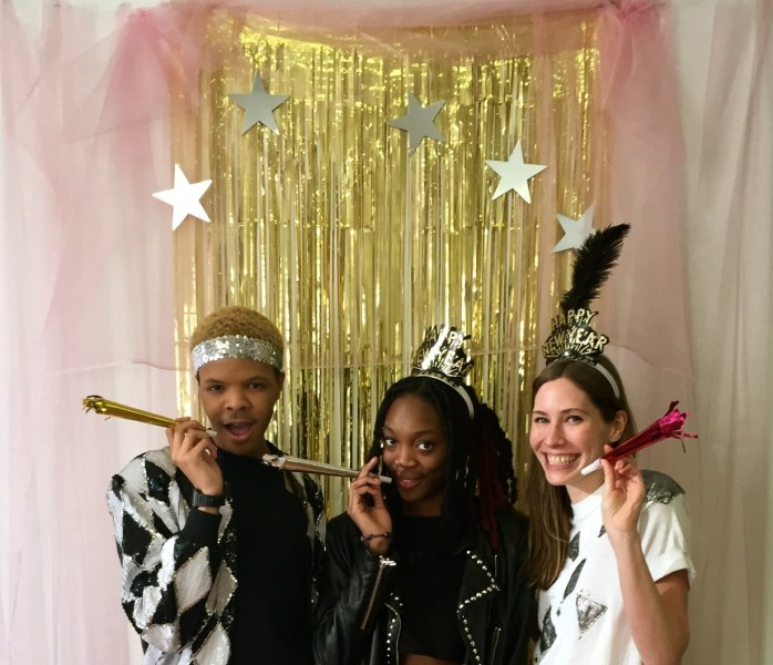 New Year's Eve DIY decorations: How to make a photo booth ...