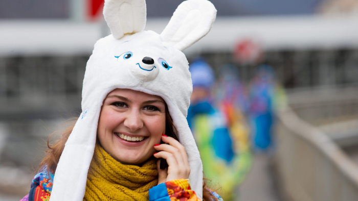 epa04049233 A volunteer wears a Olympic mascot Doe Hare hat in Krasnaya Polyana, at the Sochi 2014 Olympic Games, Sochi, Russia, 31 January 2014  EPA/...