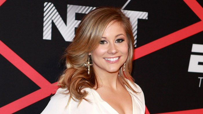 Olympian Shawn Johnson said hearing Vonn's news was 'heartbreaking.'