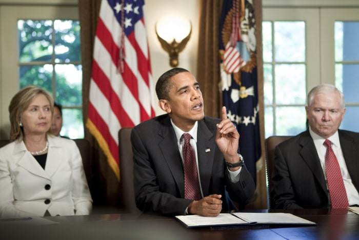 WASHINGTON - JUNE 22:  (AFP OUT) Secretary of State Hillary Rodham Clinton (L) and Secretary of Defense Robert M. Gates (R) listen as President Barack...
