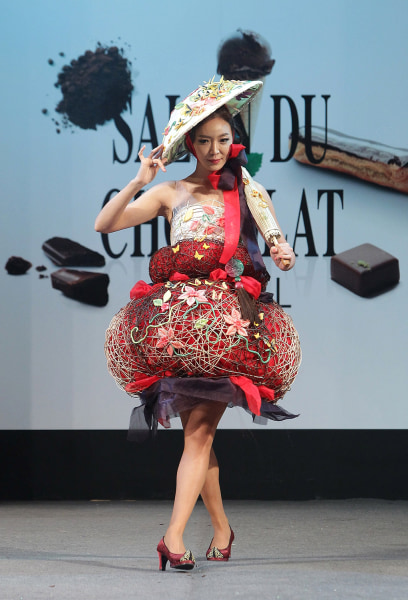A model shows off her dress and accessories adorned with chocolate.
