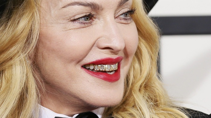 Madonna arrives at the 56th annual Grammy Awards in Los Angeles, California January 26, 2014.     REUTERS/Danny Moloshok (UNITED STATES TAGS: ENTERTAI...