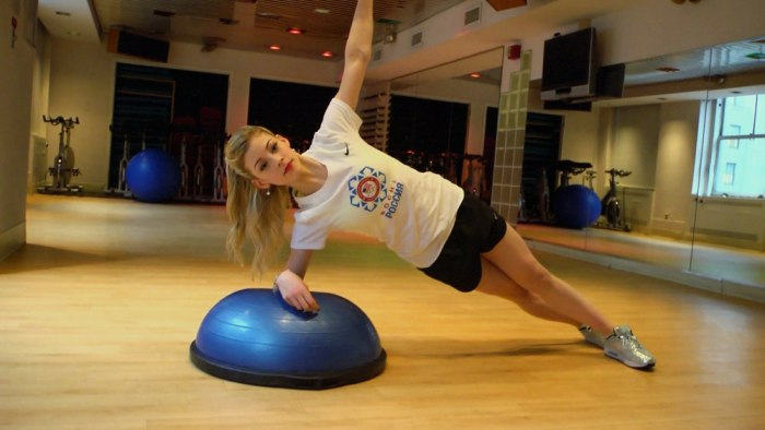 Gracie Gold does plank rotations