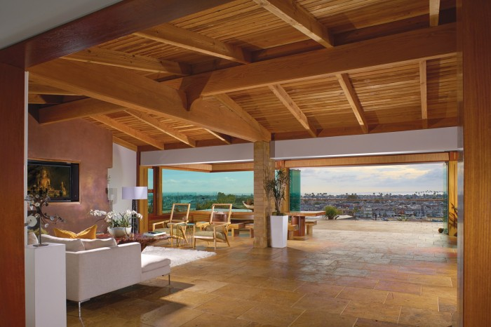 This California resort-style home offers 250-degree panoramic views.