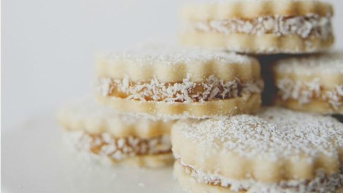 Alfajores dulce de leche cookies