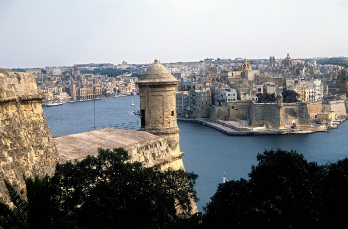 (dpa files) - A view from the Upper Barrakka Gardens to Valletta, the capital of Malta, March 2002. With a population of about 370,000 inhabitants, th...