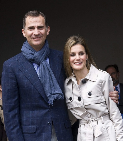 epa04236135 (FILE) A file picture dated 22 May 2014 shows Spanish Crown Prince Felipe (L) and his wife, Princess Letizia posing for photographs prior ...
