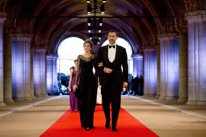 Spanish Crown Prince Felipe (R) and his wife Princess Letizia arrive at a gala dinner organised on the eve of the abdication of Queen Beatrix of the N...