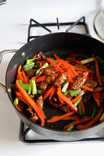 Beef stir-fry with spicy hoisin sauce
