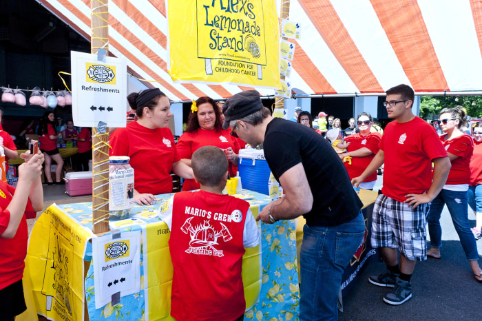 Jon Bon Jovi stops to buy some lemonade with Mario Carpino.