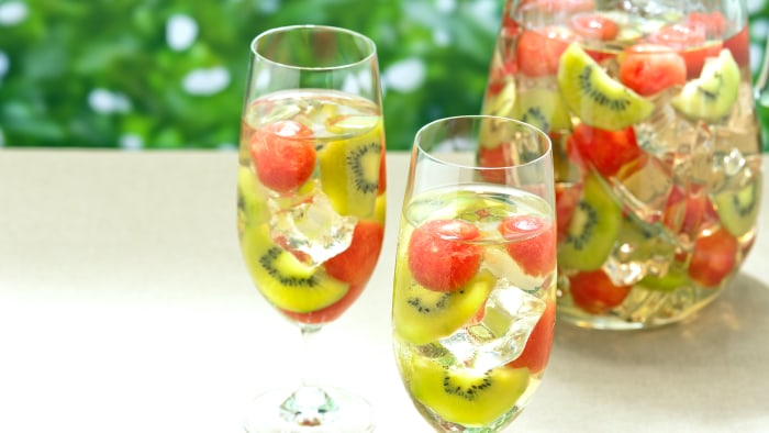 Sangria with sliced kiwi