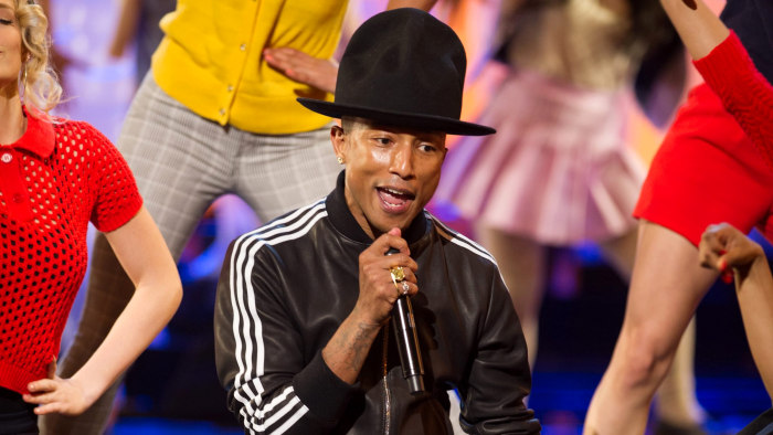 epa04107622 A handout picture provided by the Academy of Motion Picture Arts and Science (AMPAS) on 03 March 2014 shows US singer Pharrell Williams pe...