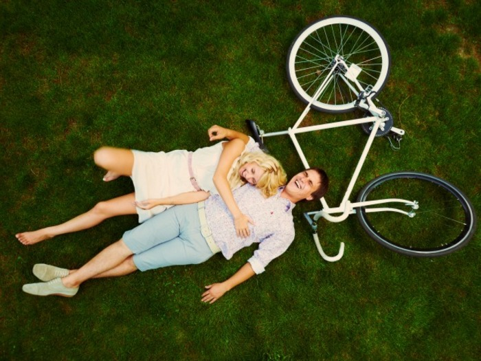couples sharing social media accounts
