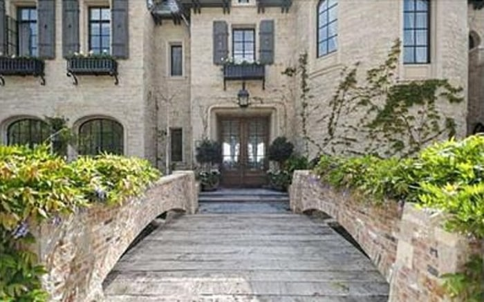 The estate of Tom Brady and Gisele Bundchen includes imported limestone and reclaimed cobblestones.