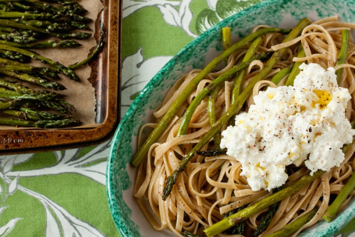 Whole wheat linguine with roasted asparagus and ricotta