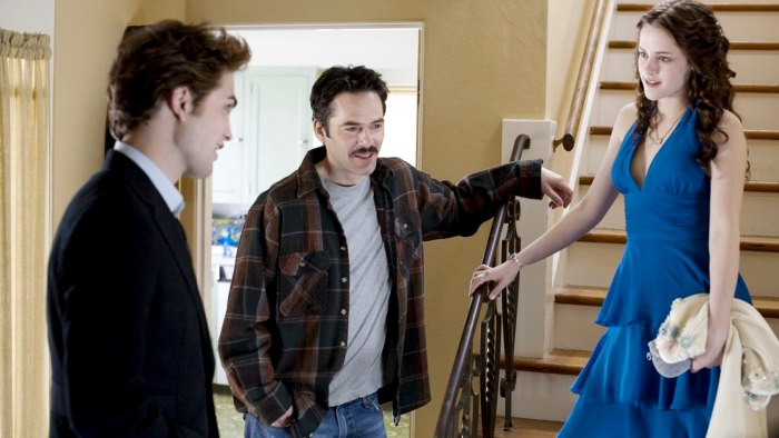 IMAGE: Robert Pattinson, Billy Burke and Kristen Stewart