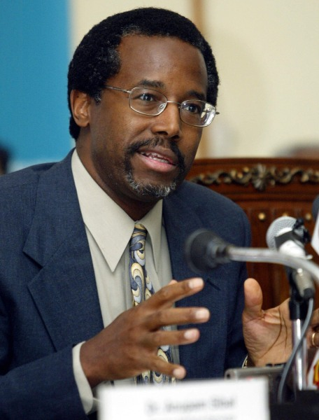 US neurosurgeon Benjamin Carson addresses a press conference at the Indraprashtra Apollo Hospital in New Delhi, 04 October 2005.  C...