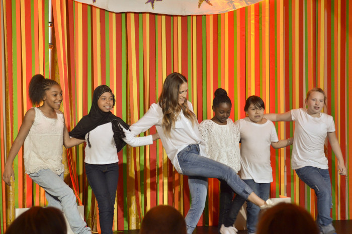 Sarah Jessica Parker and students from Martin Luther King Jr. School in Portland, Ore., perform at the White House Talent Show on Tuesday, May 20, 2014.