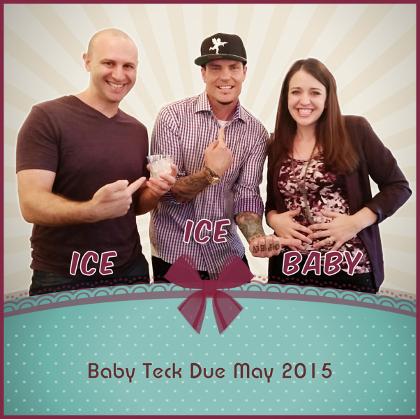 This couples baby announcement is the coolest thanks to Vanilla – Announcing Baby
