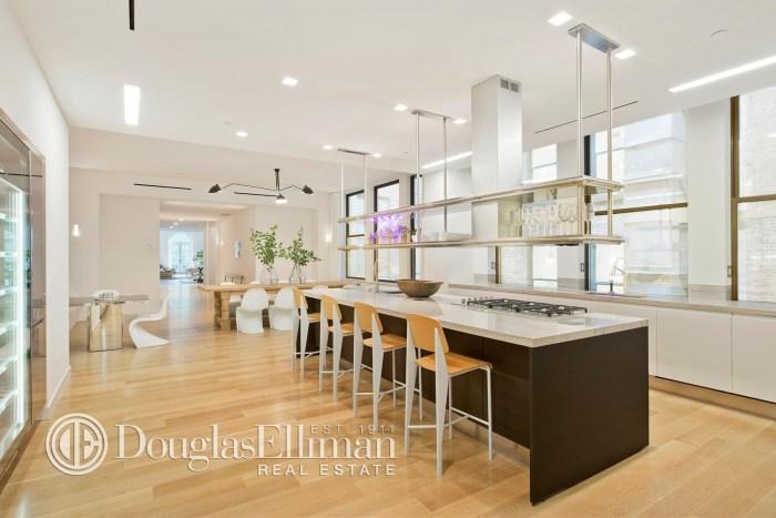 Jennifer lopez buys manhattan penthouse for Douglas elliman real estate manhattan