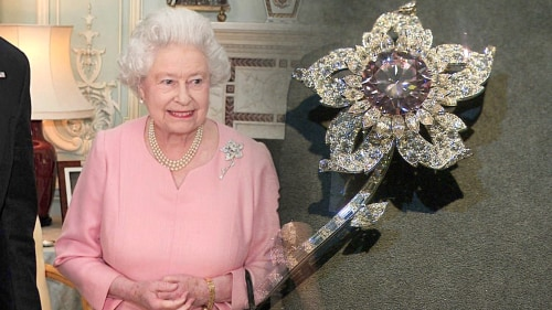 Queen Elizabeth and her floral brooch