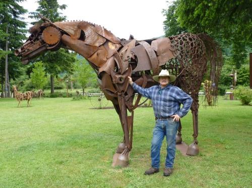 Artist Dan Klennert, a former mechanic, lets visitors meander through his outdoor sculpture park.