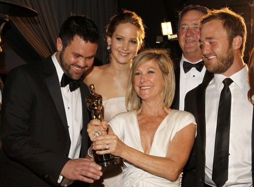 Jennifer Lawrence with her brother Ben (l.), her mother Karen, her father Gary (second to r.) and her brother Blaine after the 2013 Oscars.
