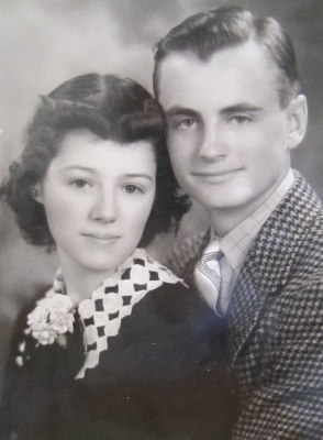A vintage pic of Helen and Les.
