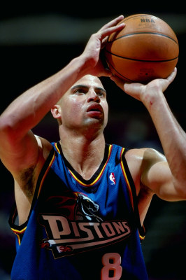 16 Feb 1999:  Bison Dele #8 of the Detroit Pistons shooting the ball during the game against the New Jersey Nets at the Continental Airlines Arena in ...