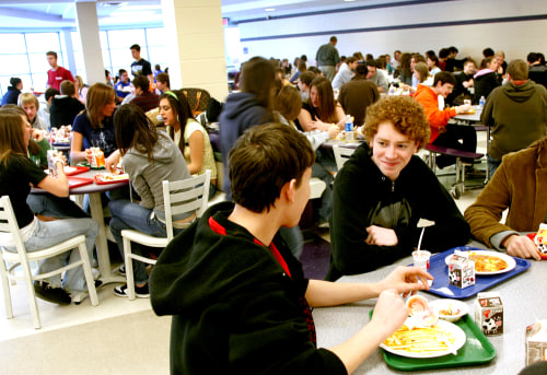 Students eat lunch at Plum High School in suburban Pittsburgh, on Thursday, Jan. 18, 2007.  The school district has become the first in the nation to ...