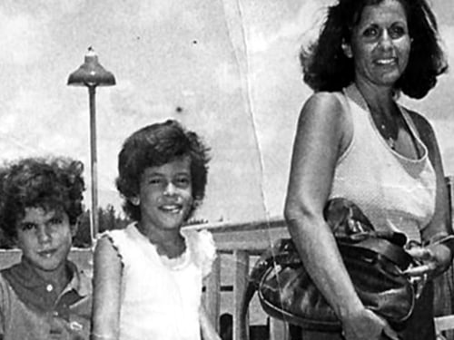Hoda Kotb, her mom and sister.