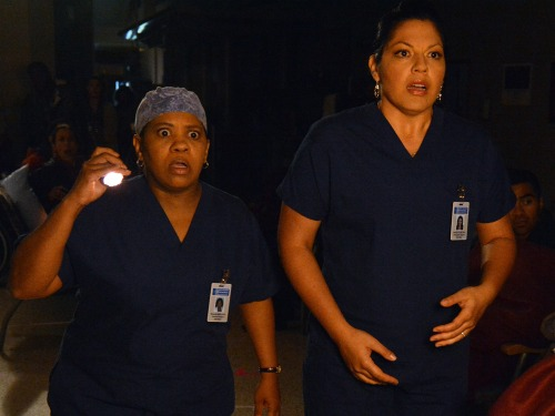 Bailey and Callie face frightening situations in the dark halls of Grey Sloan Memorial Hospital.