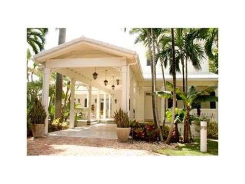 Rent Gloria Estefan's guest house for $30,000 a month.