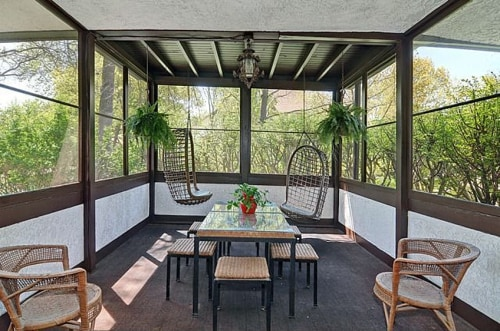 The home is also only on its third owner since the residence was constructed by Wright in 1907.