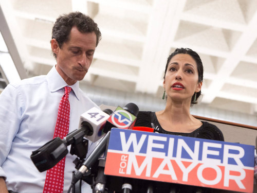 epa03798937 New York City mayoral candidate Anthony Weiner (L) speaks to reporters while standing with his wife Huma Abedin (R) during a press confere...