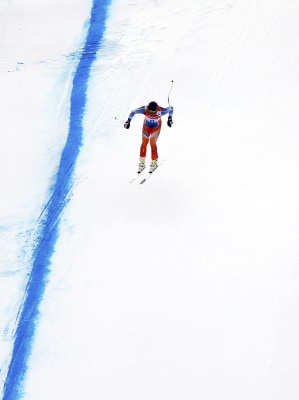 Norway's Kjetil Jansrud speeds down the slope during the men's alpine skiing downhill race at the 2014 Sochi Winter Olympics February 9, 2014.     REU...