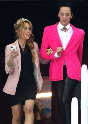 Johnny Weir And Tara Lipinski S Fun New Job Oscar Style