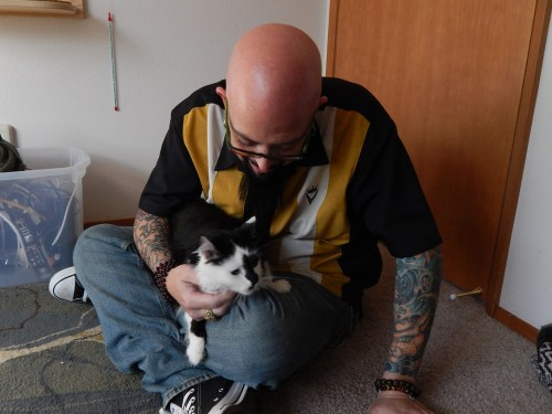 "Image: Jackson Galaxy with Lux on ""My Cat From Hell"""