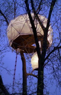 """O2 Treehouse's Leaf House in Pewaukee, Wis., is known as the """"floating lantern"""" because of its striking silhouette against the night sky."""