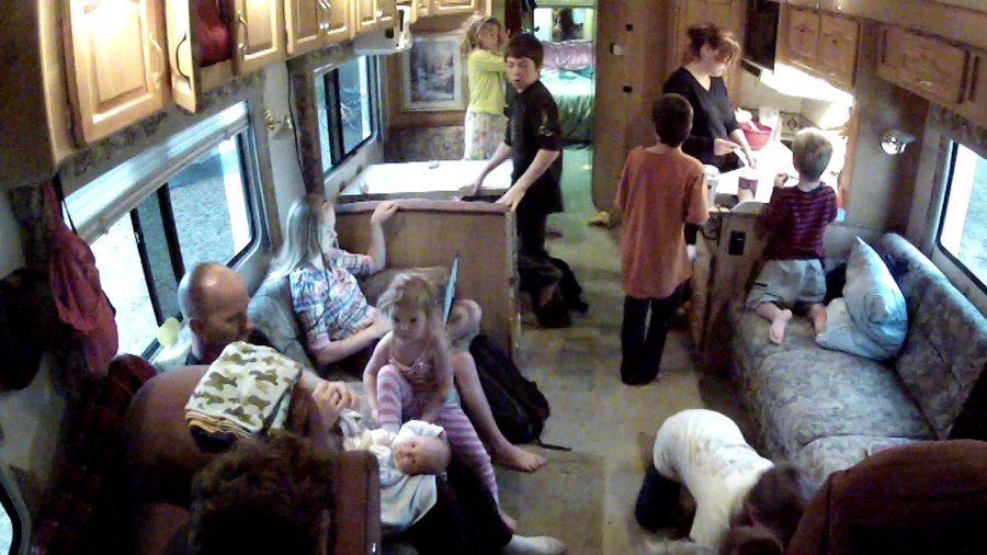 American Story Family With 12 Kids Roams Us Full Time In