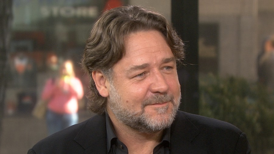 Russell Crowe relives Michael Jackson pranks with fun ...