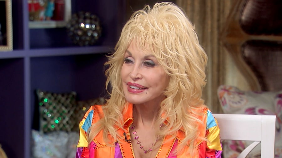 Dolly parton still enjoying 39 rags to rhinestones 39 journey for What does dolly parton s husband do for a living