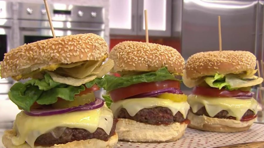Bobby Flay Shows How To Make The Best Burger