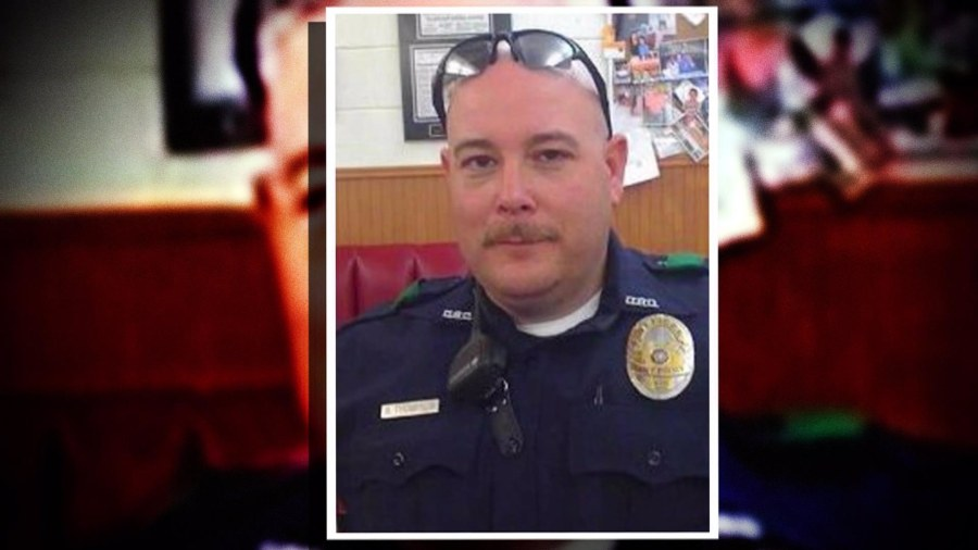 Was dallas poluce officer dating victim
