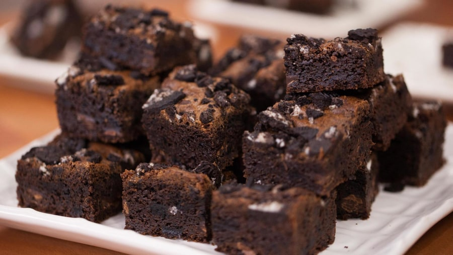 One Bowl Chewy Oreo Brownies Today Com