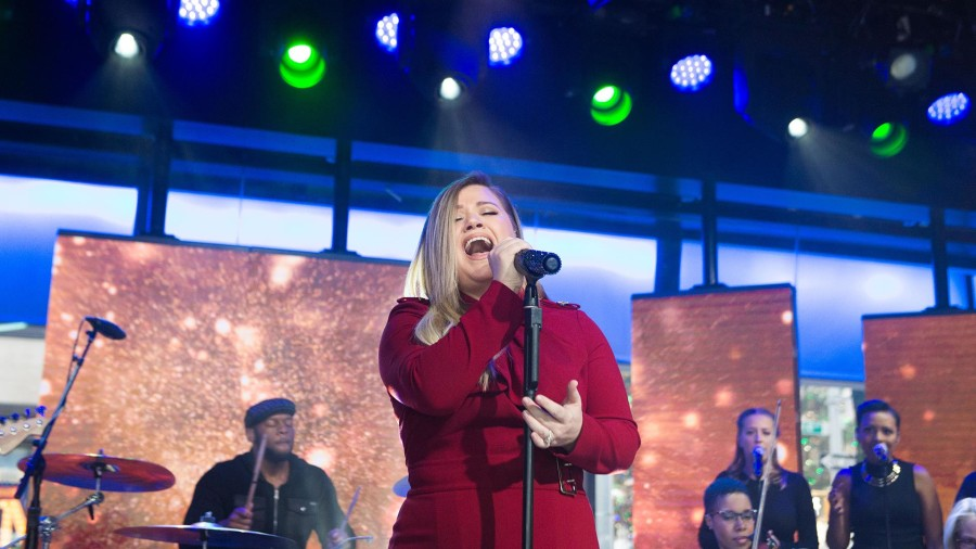 Kelly Clarkson performs 'It's Quiet Uptown' on TODAY