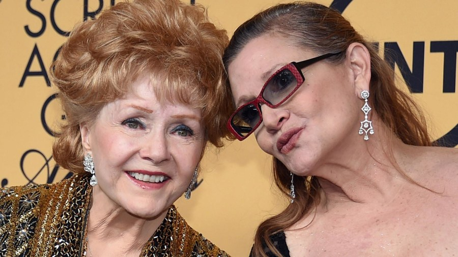 'Scream Queens' star Billie Lourd posts photo remembering Carrie Fisher, Debbie Reynolds