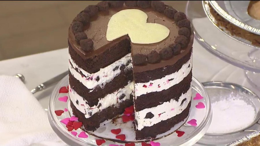 Make Valentineu0027s Day Layer Cake To Set A Romantic Mood