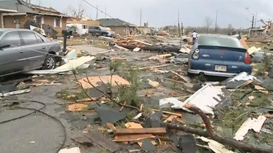 Witnesses capture remarkable footage of Louisiana tornado